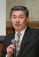 毎日21世紀フォーラムの例会で講演する京都大大学院の藤井聡教授=大阪市北区で2018年3月12日、菅知美撮影