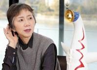 インタビューに応じる、大阪万博で「太陽の塔」などのガイドをしていた中川みよ子さん=奈良市で2018年3月13日、菅知美撮影