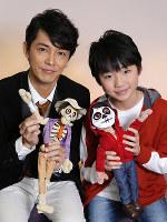 映画「リメンバー・ミー」で声優を務めた俳優の藤木直人(左)と子役の石橋陽彩=菅知美撮影