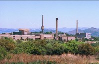 This December 1995 file photo shows the premises of a South African nuclear power company that produced six nuclear weapons, in Pelindaba, South Africa. (Mainichi)