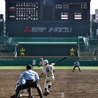 審判ら大会関係者は練習会を実施した=阪神甲子園球場で4日、猪飼健史撮影