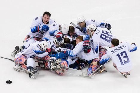 パラアイスホッケー決勝は米国が土壇場で同点に追いつき、延長の末にカナダに勝利した=2018年3月18日午後2時2分、写真家・越智貴雄さん撮影