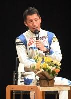 トークショーに参加したエアレースの室屋義秀さん=福島市早稲町の教育文化施設「こむこむ館」で