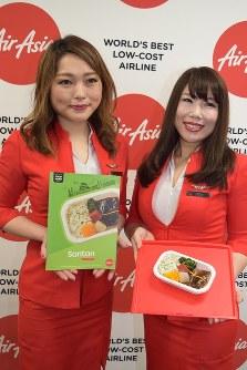 エアアジア・ジャパンが25日から機内食として販売する「菜飯田楽」=常滑市の中部空港で