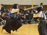 熱戦を繰り広げる少年剣士たち