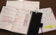 付箋を張ったりして、忙しい毎日のスケジュールを管理している