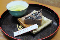 御菓子司「にしかわ」の和菓子(滋賀県近江八幡市)=金子裕次郎撮影