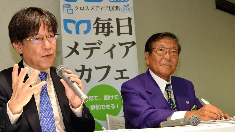 対談イベント参加者の質問に答える今沢真・経済プレミア編集長(左)。右はゲストの久保利英明弁護士