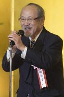 あいさつをする絹谷幸二さん=東京都千代田区で2018年3月12日、渡部直樹撮影