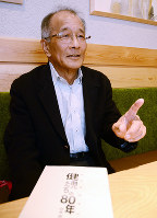 「新たな伝統を作ってほしい」とエールを送る富山商野球部OBの大井則男さん=富山市で、鶴見泰寿撮影