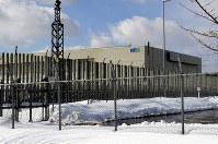 The Recyclable-Fuel Storage Co. interim storage facility is seen fenced off in Mutsu, Aomori Prefecture, on March 6, 2018. (Mainichi)