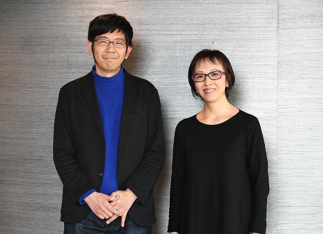 ライターの武田砂鉄さん(左)と映画監督のヤン ヨンヒさん=東京都千代田区で