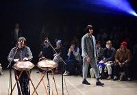 【ファッション・ウィーク東京】100年以上前の生地を職人が手作業で仕立てた服などを発表している「KUON クオン」=東京都渋谷区の渋谷ヒカリエで2018年3月24日午前10時53分、竹内紀臣撮影