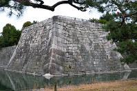 二条城の本丸南西隅に残る天守台。1750年に落雷で焼失するまで、5層6階の天守閣が建っていた=京都市中京区で、礒野健一撮影
