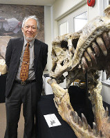 恐竜学博物館の館長に就任した石垣忍さん=岡山市北区理大町で、林田奈々撮影