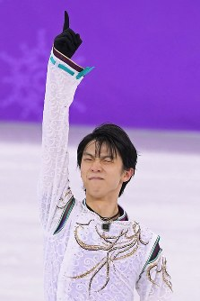 In this Feb. 17, 2018 file photo, Yuzuru Hanyu thrusts his right forefinger into the air after performing in the men's figure skating free program at the Gangneung Ice Arena at the 2018 Winter Olympics in South Korea. (Mainichi)