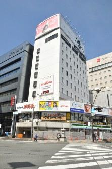 6年連続で県内商業地の最高価格となったJR長野駅善光寺口の「浪やビル」=長野市南長野で