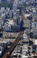 新幹線ホームが設置されるJR札幌駅東側(手前)=札幌市北区で、本社機「希望」から竹内幹撮影