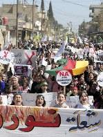 アフリン制圧を受け、アムダの街で行われたデモ行進。参加者の多くが女性や子どもたちだった