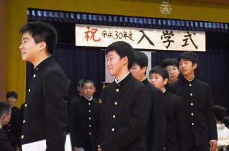 入学式:伝統胸に新たな一歩 県...