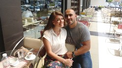 アルバニア人の美男美女カップルに誘われティラナのオープンカフェでお茶をする(写真は筆者撮影)
