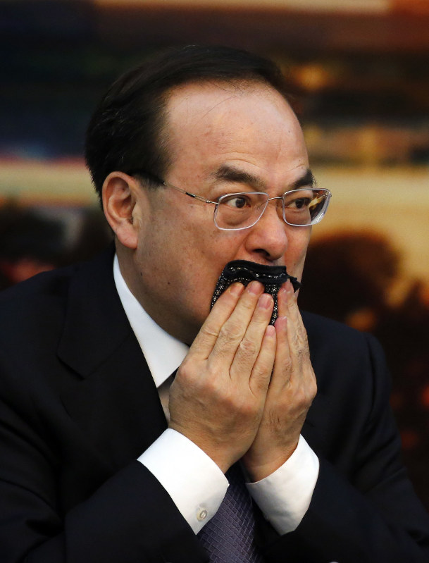 Chinese politician accused of conspiracy admits to graft