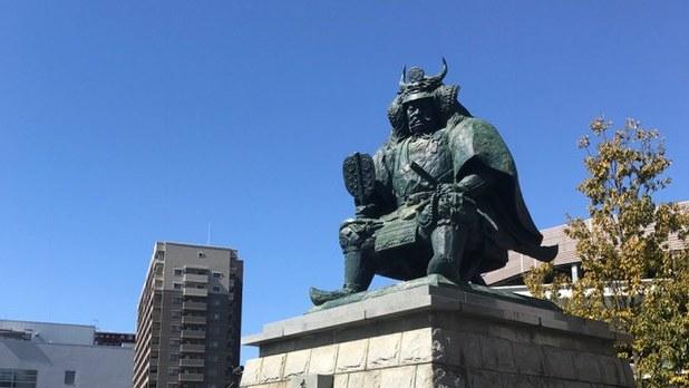 武田信玄公像=甲府市で2017年3月3日、井川諒太郎撮影