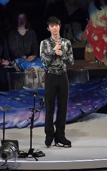 アイスショーであいさつする羽生結弦選手=東京都調布市の武蔵野の森総合スポーツプラザで2018年4月13日午後6時8分、西本勝撮影