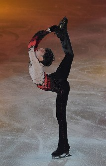 アイスショーで演技する羽生結弦選手=東京都調布市の武蔵野の森総合スポーツプラザで2018年4月13日午後8時32分、西本勝撮影
