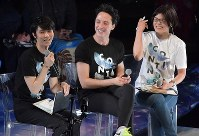 Yuzuru Hanyu smiles next to fellow figure skater Johnny Weir, center, during a talk show at the Musashino Forest Sport Plaza in the Tokyo suburban city of Chofu, on April 13, 2018. (Mainichi)