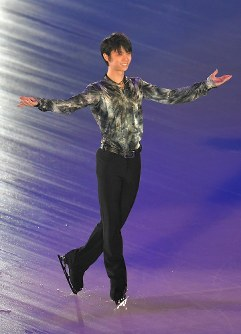 Yuzuru Hanyu performs during an ice show at the Musashino Forest Sport Plaza in the Tokyo suburban city of Chofu, on April 13, 2018. (Mainichi)