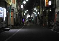 西部さんが通ったバー「風花」前の路上=東京都新宿区で2018年4月