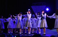 「瀬戸内の声」を初披露するSTU48のメンバー=2017年6月3日撮影
