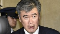 辞任を表明し、記者団の質問に答える財務省の福田淳一事務次官=2018年4月18日、渡部直樹撮影