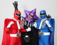 時と宇宙を守るヒーロー「軌道星隊シゴセンジャー」(左右)と、悪役の「ブラック星博士」=兵庫・明石市立天文科学館提供