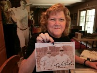 Linda Ruth Tosetti shows off a photo of her grandfather and Major League Baseball legend Babe Ruth at her home in Durham, Connecticut, on April 22, 2018. (Mainichi)