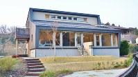 実験住宅として室内の温度変化などの各種データを記録している「前沢パッシブタウン」=2018年3月14日、田中学撮影