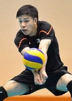 日本代表男子合宿で練習する井手=手塚耕一郎撮影