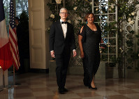 Apple CEO Tim Cook and former EPA administrator Lisa Jackson arrive for a State Dinner with French President Emmanuel Macron and President Donald Trump at the White House, on April 24, 2018, in Washington. (AP Photo/Alex Brandon)