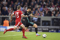 Real Madrid's Marco Asensio, right, scores his side's second goal during the Champions League first leg semifinal soccer match between FC Bayern Munich and Real Madrid in Munich, southern Germany, on April 25, 2018. (Andreas Gebert/dpa via AP)