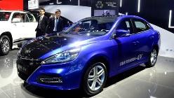 トヨタ自動車の中国合弁会社が公開した電気自動車のコンセプトカー=2017年11月17日、赤間清広撮影