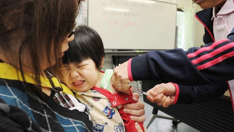 ワクチンを接種される子供