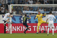 Marseille's Florian Thauvin scores his side's opening goal during the Europa League semifinal first leg soccer match between Olympique Marseille and RB Salzburg at the Velodrome stadium in Marseille, France, on April 26, 2018. (AP Photo/Thibault Camus)