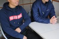 取材に応じる福島第1原発で働くベトナム人技能実習生ら=福島県内で、関谷俊介撮影(画像の一部を加工しています)