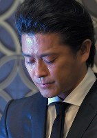 Tatsuya Yamaguchi, a member of the all-male pop group Tokio, sheds tears as he meets reporters in Tokyo's Chiyoda Ward on April 26, 2018. (Mainichi)