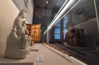 大浦天主堂に併設されているキリシタン博物館で展示されているマリア観音。聖母マリアの化身として潜伏キリシタンたちの信仰の対象となった=長崎市で2018年5月4日午後0時34分、徳野仁子撮影