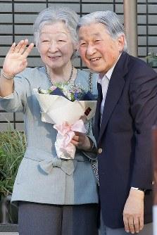 都内のテニスクラブを後にされる天皇、皇后両陛下=東京都港区で2018年5月5日午後4時59分、和田大典撮影