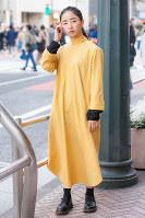 黄色のワンピースを着た女性=日本ファッション協会提供