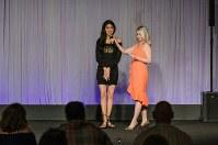 シンシナティ・ベンガルズのオーディション最終選考会でインタビューを受ける山口紗貴子さん=米オハイオ州で2018年5月6日、Ann Wangさん提供