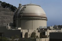 The No. 4 reactor of the Oi Nuclear Power Plant is seen in Oi, Fukui Prefecture, on April 8, 2018. (Mainichi)